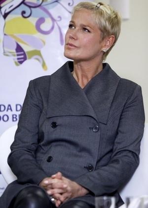 Xuxa promove projeto para enfrentamento da violência sexual, na sede da Firjan, no Rio (22/3/2011)