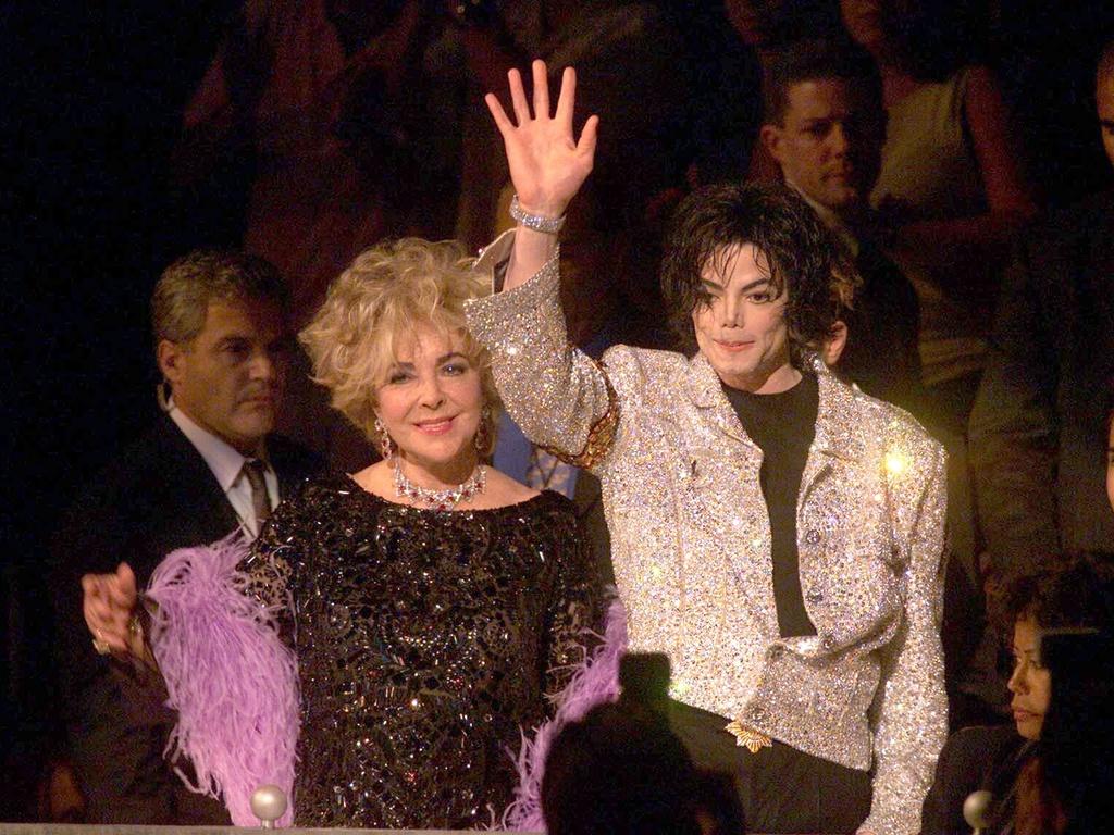 Elizabeth Taylor e Michael Jackson em evento homenageando o cantor em Nova York (10/9/2001)