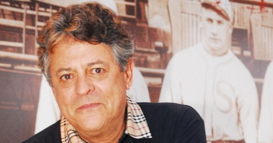 Marcos Paulo apresenta o elenco de