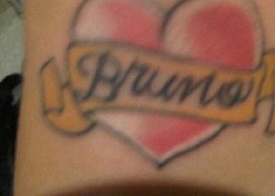 Mulher Samambaia exibe tatuagem com o nome do jogador Dentinho e posta foto no Twitter (5/4/11)
