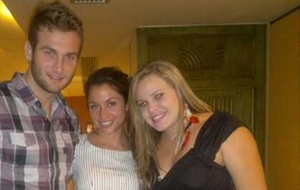 Wesley, Maria e Paulinha jantam juntos no Rio (4/4/11)