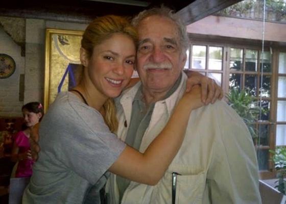 A cantora Shakira e o escritor Gabriel García Márquez no México (5/4/2011)