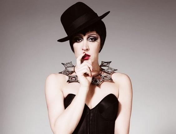 Claudia Raia é capa da revista gay