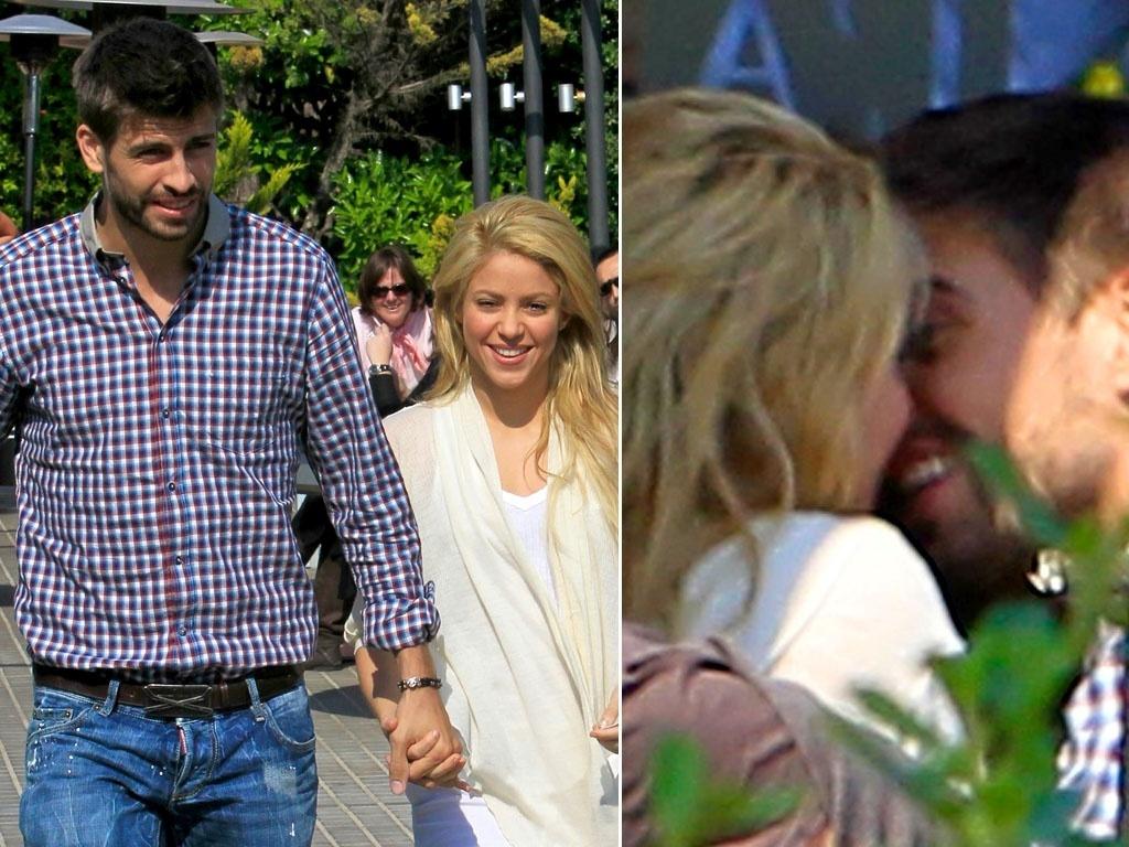 A cantora Shakira é clicada, em Barcelona, ao beijos com o namorado Gerard Pique (15/4/11)