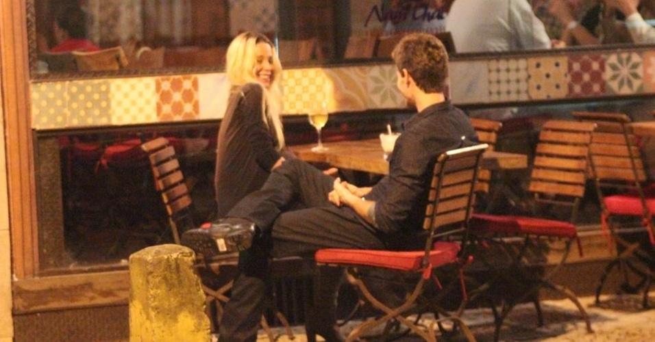 Danielle Winits e Jonatas Faro jantam em restaurante tailandês na zona sul do Rio (24/4/2011)