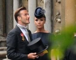 O jogador David Beckham e sua mulher, Victoria Beckham, chegam à Abadia para o Casamento Real. Victoria está grávida de cinco meses (29/4/11)