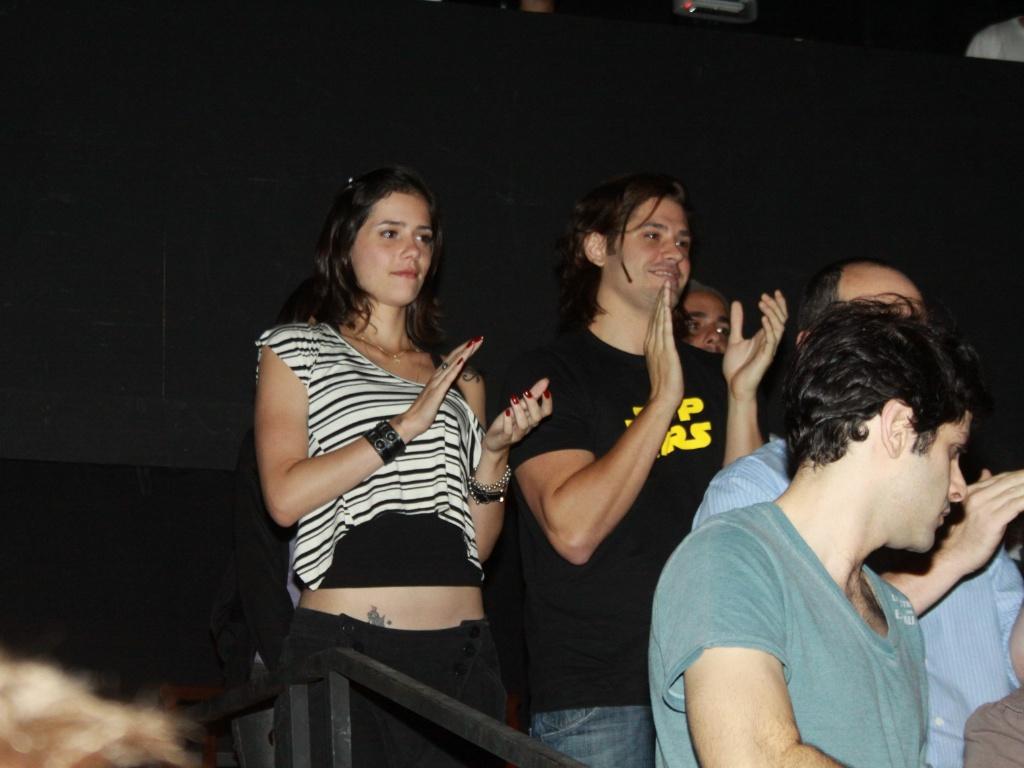 Dado Dolabella e a produtora musical Juliana Wolter na pré-estreia da peça