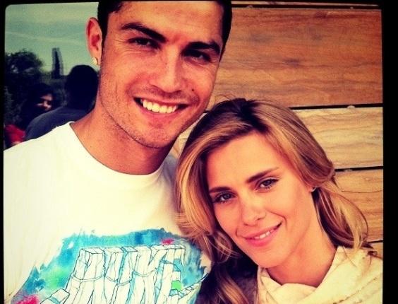Em Madri, Cristiano Ronaldo recebe Carolina Dieckmann em sua casa (11/5/11)