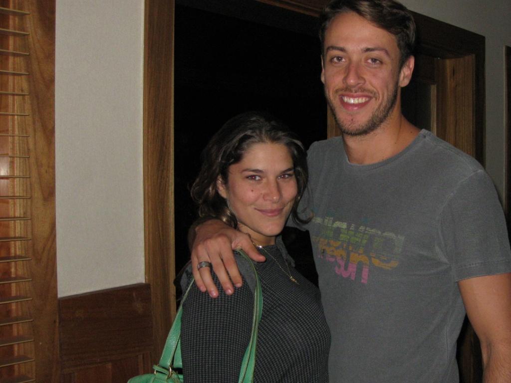 Priscila Fantin e Renan Abreu no restaurante Capital Steak House, no Rio (13/5/11)