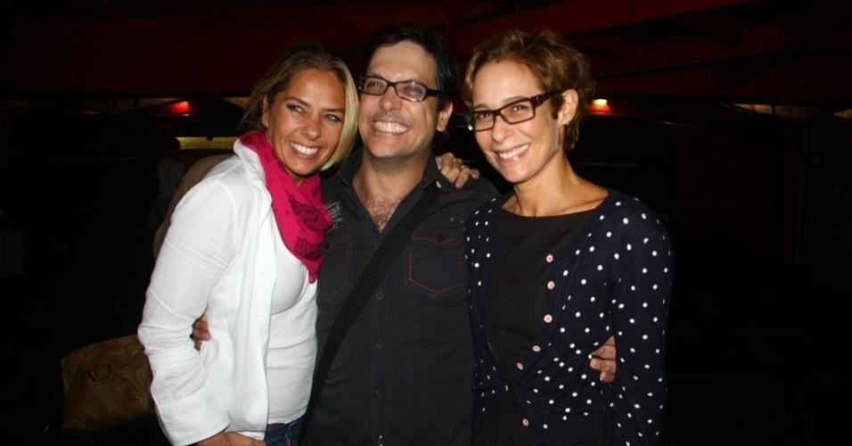 Adriane Galisteu e Andréa Beltrão prestigiam Lúcio Mauro Filho, que atua na peça