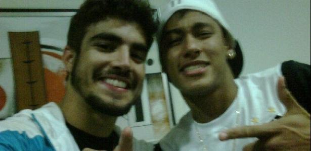 O ator Caio Castro tieta o jogador Neymar e posto foto no Twitter (15/5/11)