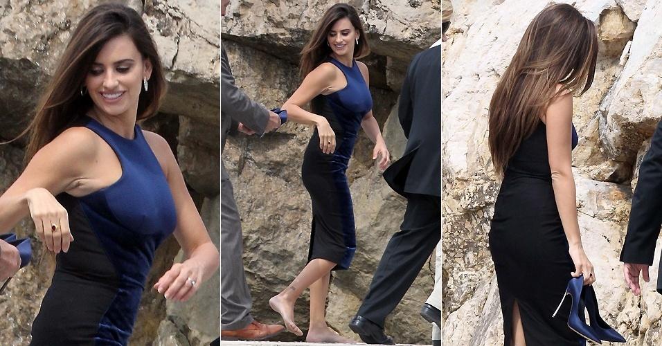 Penélope Cruz tira os sapatos e anda descalça ao chegar ao hotel Du Cap Eden Roc, após sessão de fotos de divulgação do filme