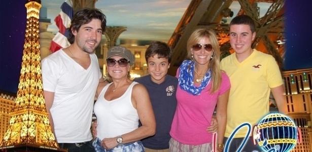 Da esquerda para a direita, Sandro Pedroso, Susana Vieira, Bruno, Luciana e Rafael em Las Vegas (16/5/2011)