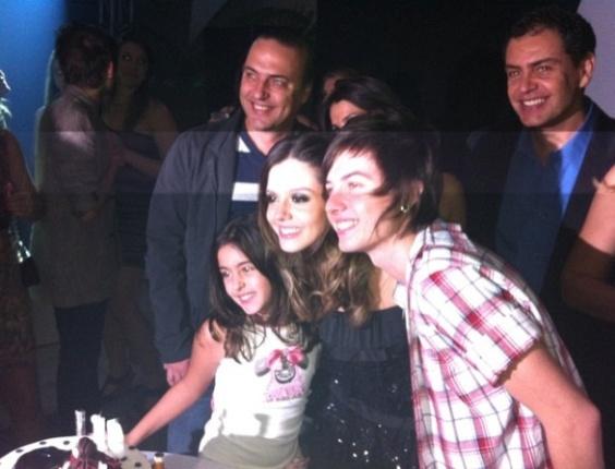 Giovanna Lancellotti comemora seu aniversário de 18 anos ao lado do namorado Pe lanza e da família, no Rio (19/5/2011)