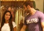 Os ex-bbbs Maria e Wesley passeiam em shopping carioca