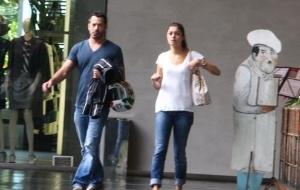 Malvino Salvador e Sophie Charlotte almoçam juntos no Rio de Janeiro (25/5/11)
