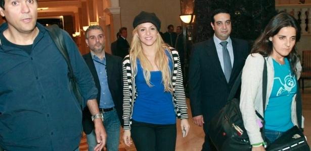 Shakira chega ao Líbano acompanhada de sua equipe (25/5/2011)