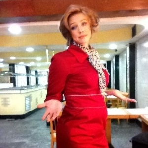 Luana Piovani usa roupa de espuma para parecer mais gorda na série A Mulher Invisível (maio/2011)