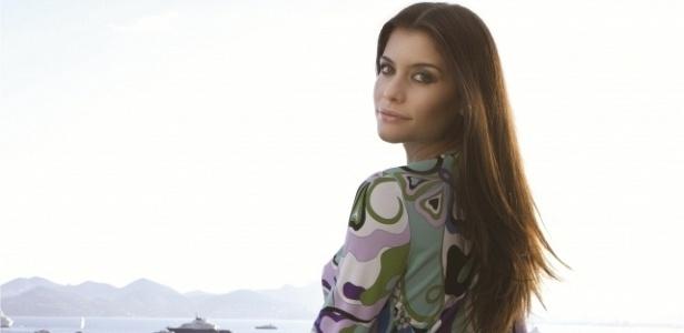 Alinne Moraes posa para a revista