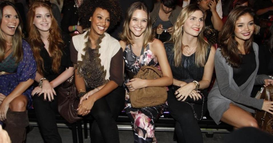 Da esquerda para direita: Fernanda Pontes, Marina Ruy Barbosa, Sheron Menezes, Juliana Paiva, Julia Faria  e Sophie Charlotte, na primeira fila do Espaco Fashion no Pier Mauá, RJ (31/5/11)