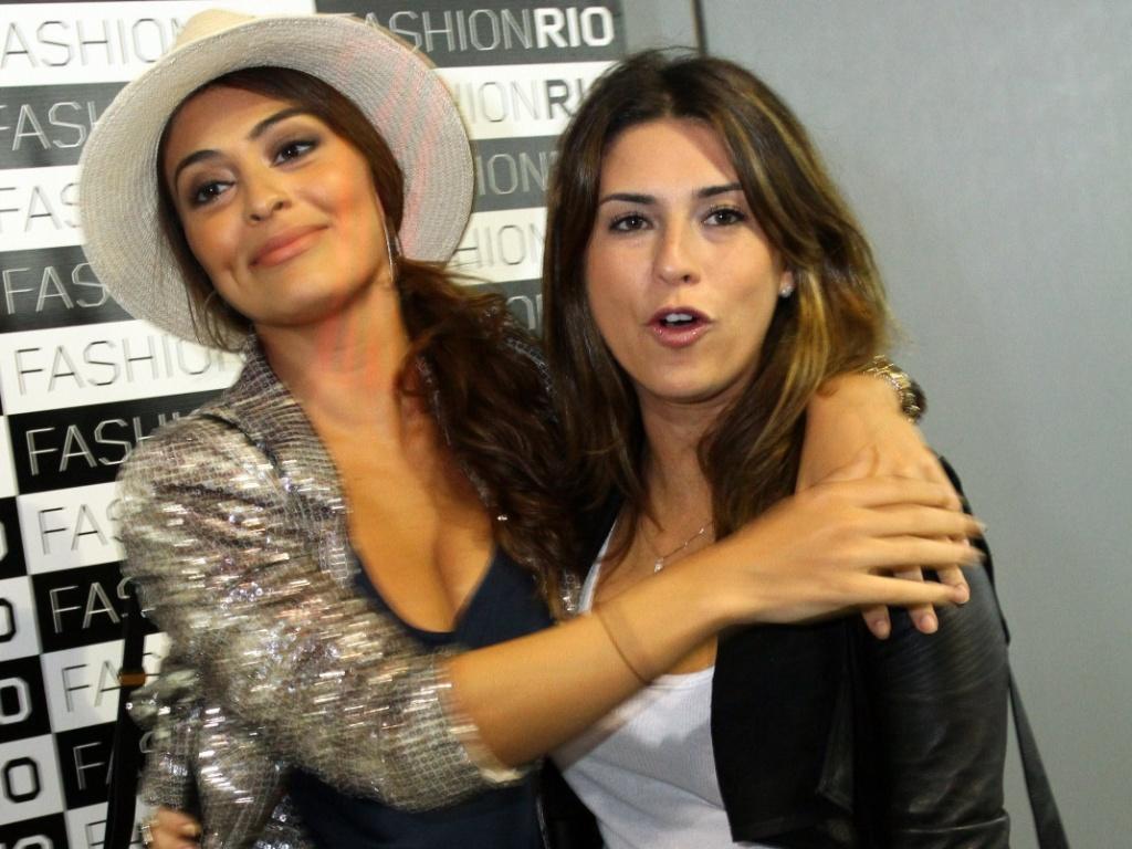 As atrizes Juliana Paes e Fernanda Paes Leme no terceiro dia do Fashion Rio, no Piér Mauá, Rio de Janeiro (1/6/11)