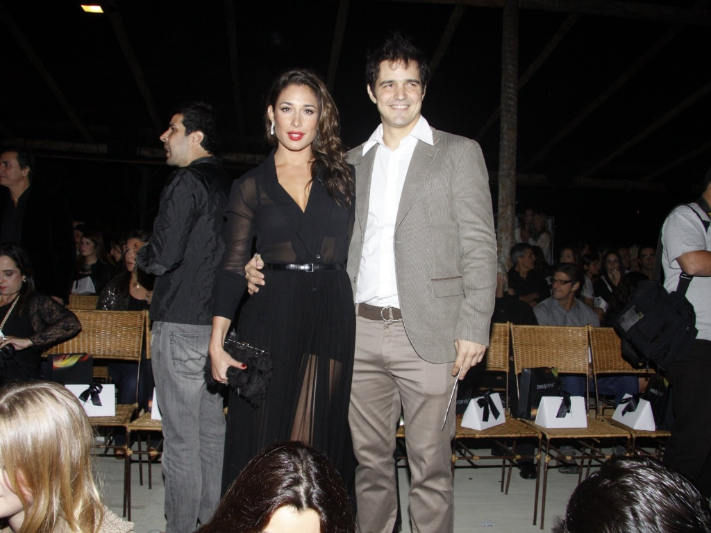 Giselle Itié e o namorado Rodrigo Gimenez no Fashion Rio, Rio de Janeiro (3/6/2011)