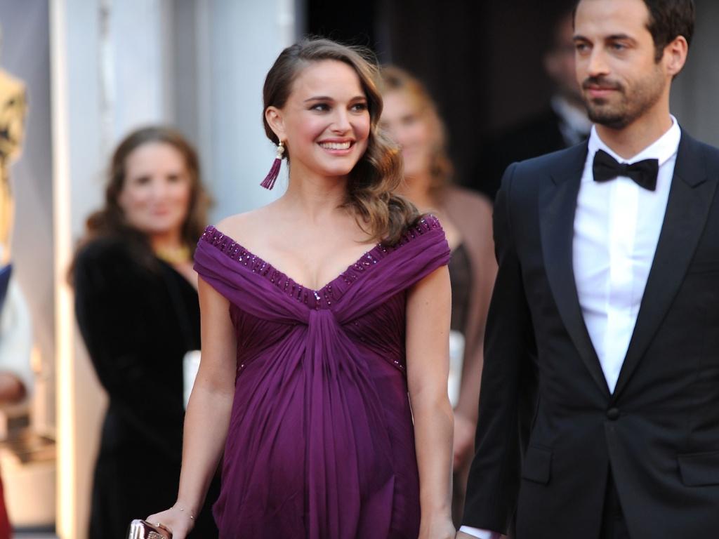 Natalie Portman e Benjamin Millepied chegam para a cerimônia do Oscar, em Hollywood (27/2/2011)