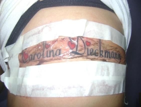 Fã tatua o nome da atriz Carolina Dieckmann no corpo (14/6/11)