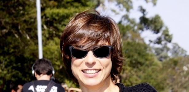 Humorista Maria Paula posa para fotos na Bienal, onde assiste os desfiles no terceiro dia de SPFW (15/6/11)