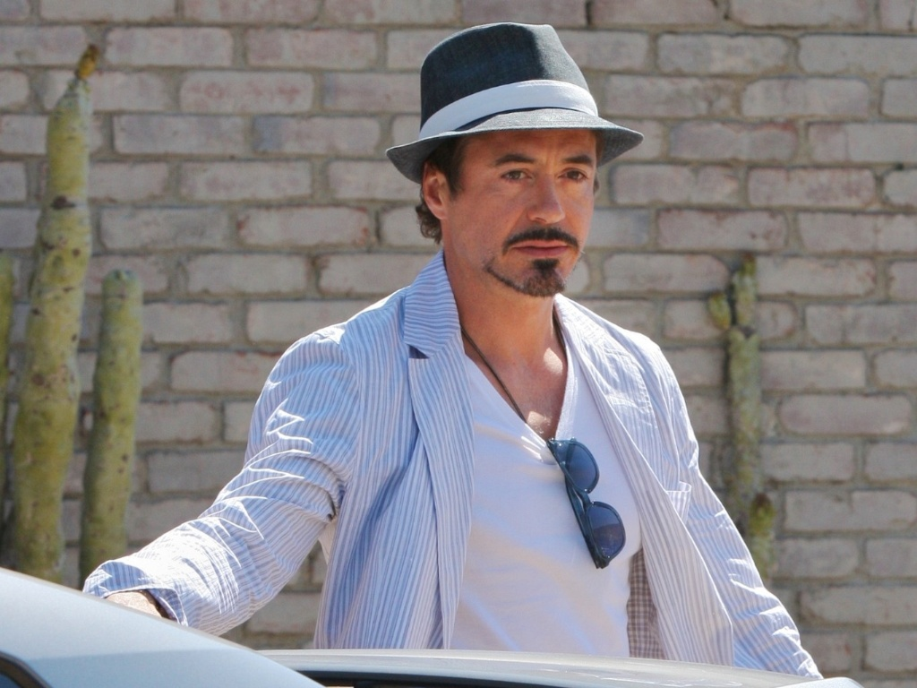 Robert Downey Jr. chega para festa na casa de Joel Silver em Malibu (30/5/2011)