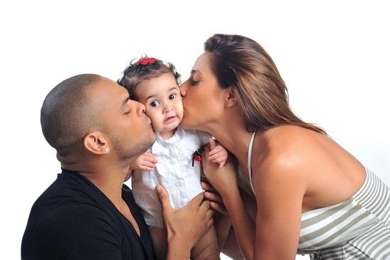 Tony Salles, Giulia e Scheila Carvalho festejam um ano da menina (21/6/11)
