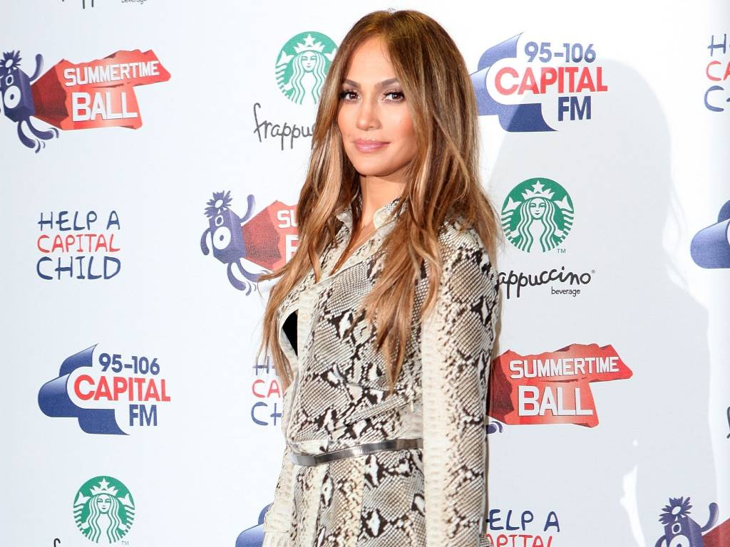 Jennifer Lopez posa para fotos no Capital Radio Summertime Ball 2011 no estádio Wembley, em Londres (12/6/2011)