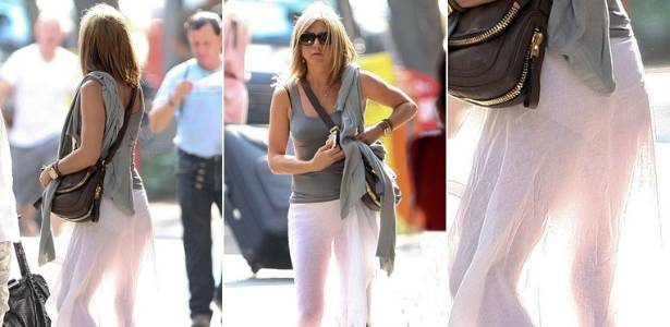 Jennifer Aniston circula de saia transparente nas ruas de NY