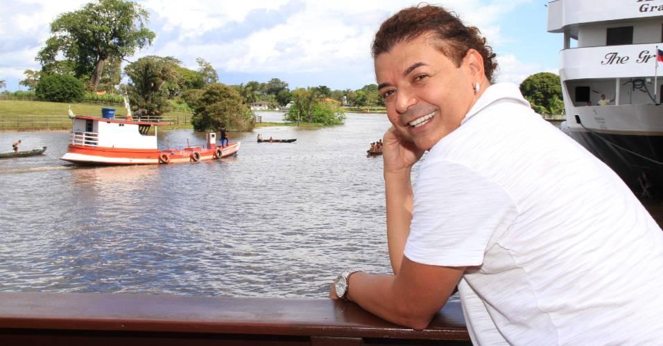 David Brazil posa em Parintins (25/6/11)