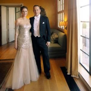 Rita Wilson e Tom Hanks posam para foto antes do jantar com a rainha Elizabeth 2ª, em maio