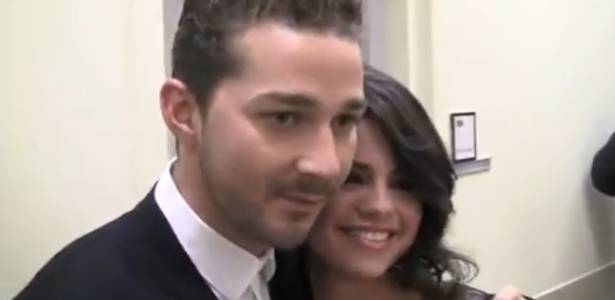 Shia LeBeouf e Selena Gomez posam juntos para foto (junho/2011)