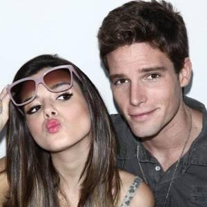 Giovanna Lancellotti e Jonatas Faro posam para a revista