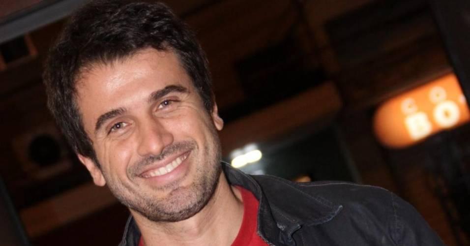 O ator Eriberto Leão, durante bate-papo com autor Ricardo Linhares (27/6/2011)
