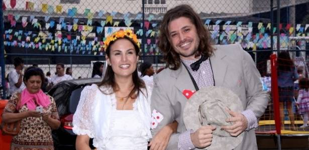 Dado Dolabella e a atriz Úrsula Corona como noivos da festa julina promovida no Rio pela AMICCA (2/7/11)