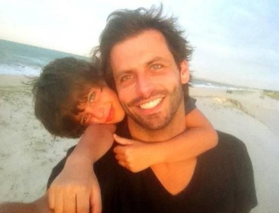 Henri Castelli posta foto ao lado do filho Lucas (4/7/2011)