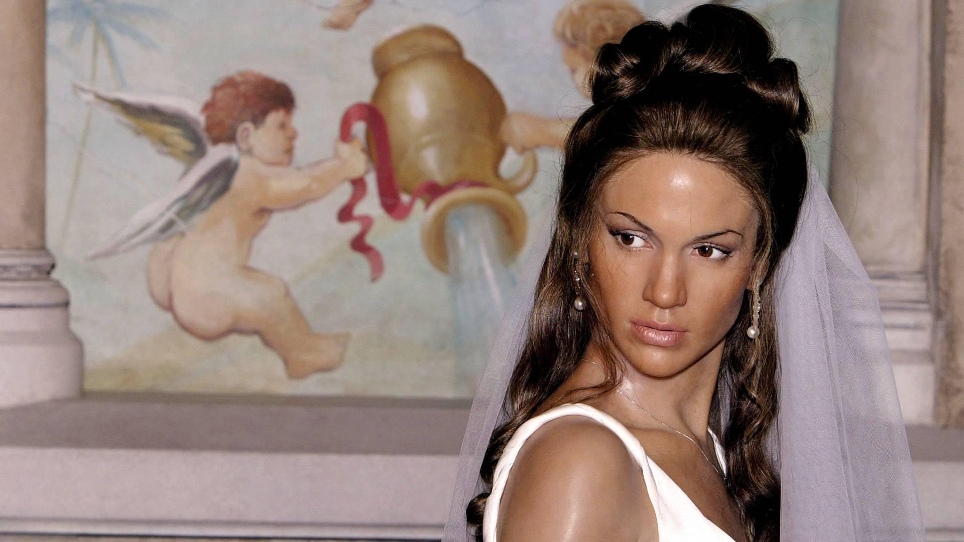 Figura de cera da cantora e atriz Jennifer Lopez, vestida de noiva, no museu Madame Tussauds de Nova York (11/6/2004)