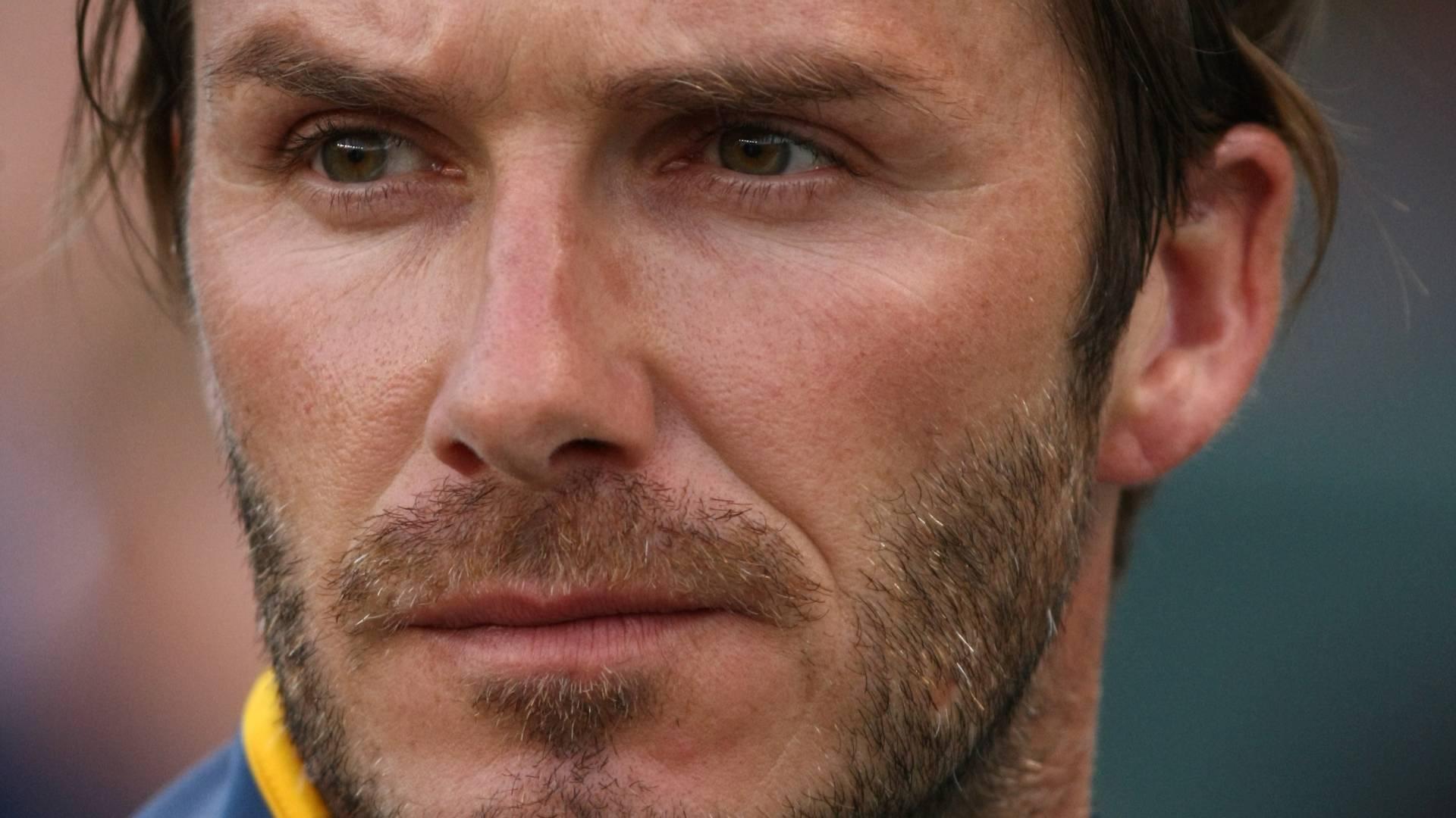 Sob os olhares dos filhos, o jogador David Beckham joga contra o Seattle Sounders em Los Angeles (4/7/11)