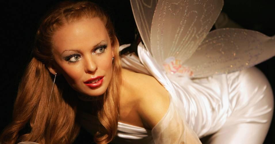 Figura de cera da cantora Kylie Minogue, vestida para o período de Natal, no museu Madame Tussauds de Londres (8/12/2004)