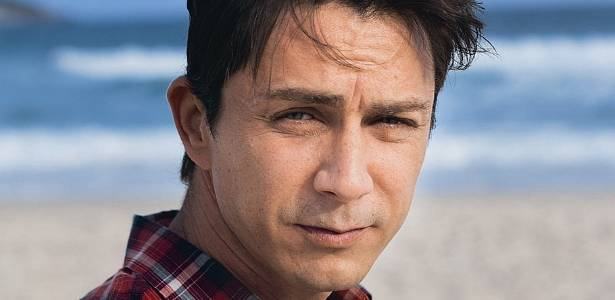 O ator Petrônio Gontijo posa para a revista