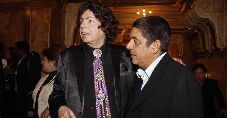 Os cantores Cauby Peixoto e Zeca Pagodinho no 22º Prêmio da Música Brasileira (6/7/11)