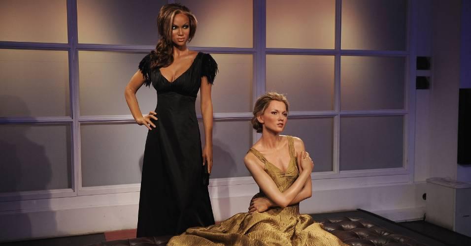 Figuras de cera das modelos Tyra Banks (esq.) e Kate Moss (dir.) no museu Madame Tussauds de Londres (15/9/2009)