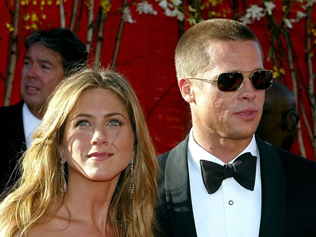 Jennifer Aniston e Brad Pitt no tapete vermelho do Emmy 2004, em Los Angeles (19/9/2004)