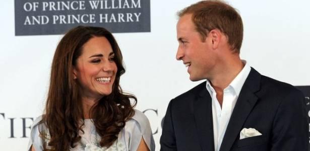 Kate e William sorriem um para o outro durante evento beneficente em Sta. Bárbara (9/7/2011)