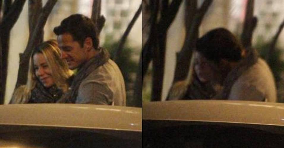 Danielle Winits e Carlos Machado são fotografados saindo juntos de restaurante no Rio de Janeiro (10/7/2011)