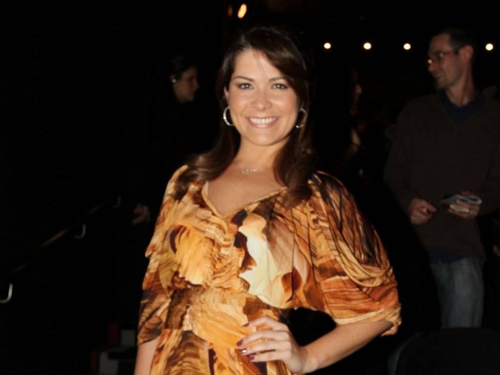 Samara Felippo vai à peça no Rio de Janeiro (28/6/2011)